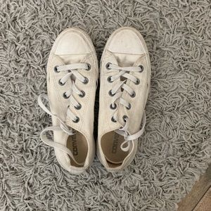 White Converse women's 6. Men's 4